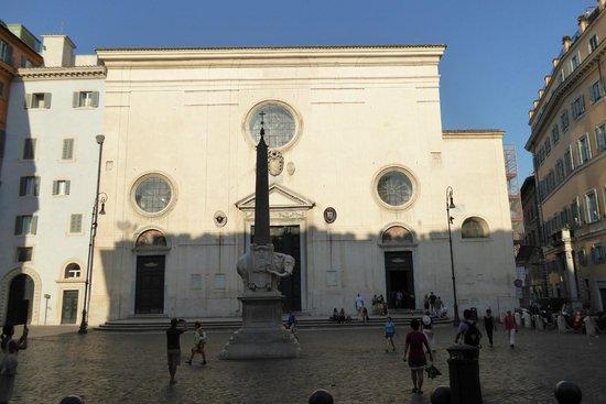 Santa Maria Sopra Minerva: Piazza