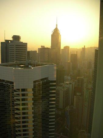 Conrad Hong Kong: 部屋からの夕暮れの眺め