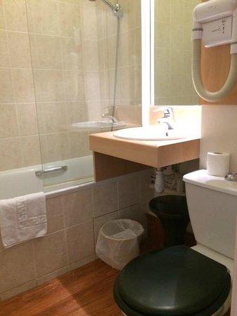 Hôtel Vert : 綺麗で使いやすいバスルーム