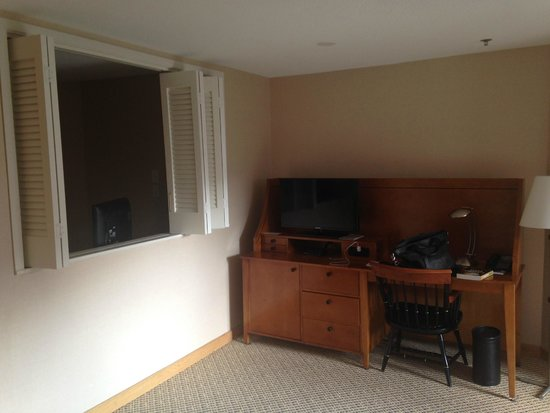 Charles Hotel: TV and desk in room #616