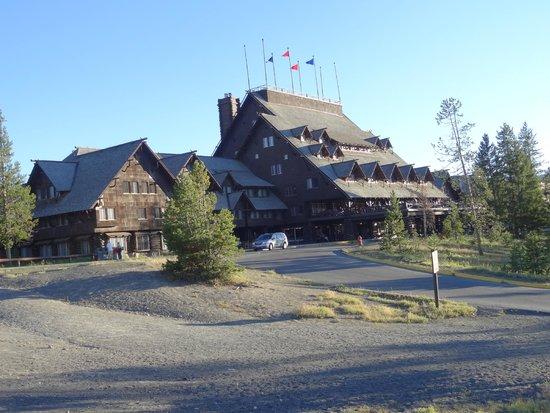Old Faithful Snow Lodge and Cabins: Old Faithful Inn