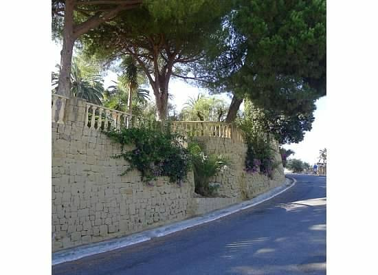 The Marbella Heights Boutique Hotel: Road leading up to Marbella Heights