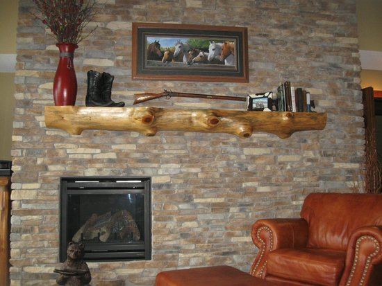 Superior Shores Resort : Inviting fire place and mantel