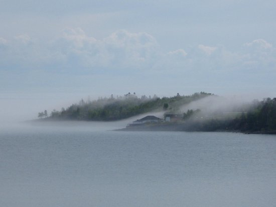 Superior Shores Resort : Amazing to watch the fog pour off the lake into the city