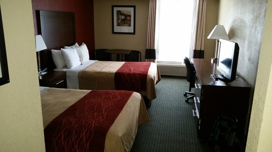 Comfort Inn and Suites Statesville: Double Queen Room - 304
