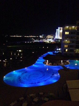 Elysium Resort & Spa : View from lobby over the poolsite