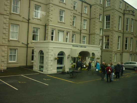 Bay Waverley Castle Hotel: front entry to the hotel