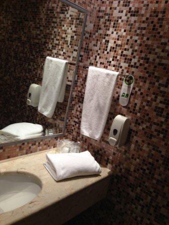Aphrodite Hotel: Bath Room