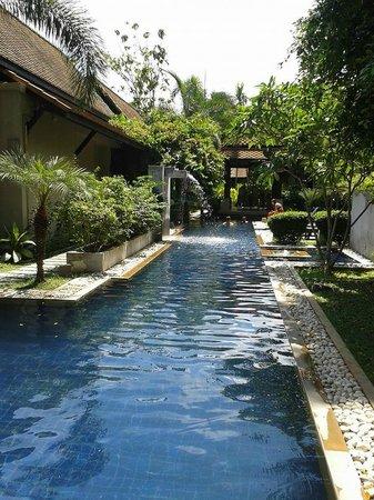 Montra Hotel : pool