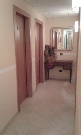 Hotel Alle Torri: corridor