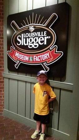 Louisville Slugger Museum & Factory : About to start the factory tour!