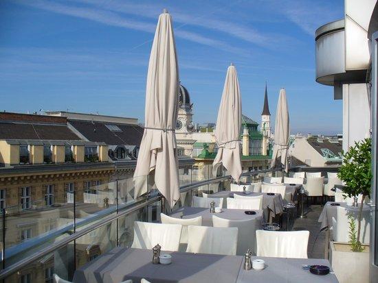 DO & CO Hotel Vienna: Balcony restaurant
