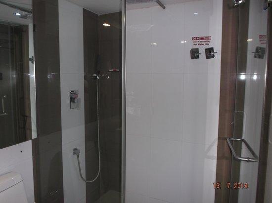 The Spring Hotel: Bathroom