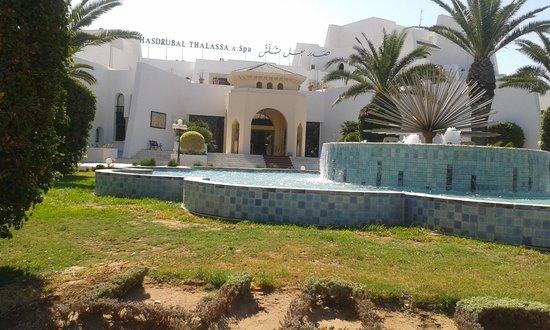 Hasdrubal Thalassa Hotel & Spa Port El Kantaoui: Вход в отель.