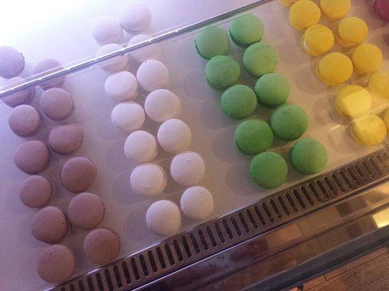 Staccoli Caffe: Macarons cioccolato, vaniglia, pistacchio, limone