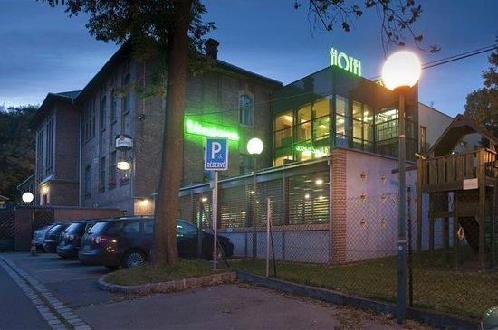 Jan Maria: hotel at night