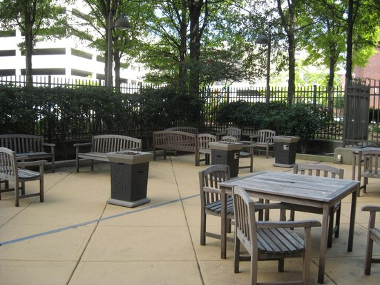 Chattanooga Marriott Downtown: Courtyard area