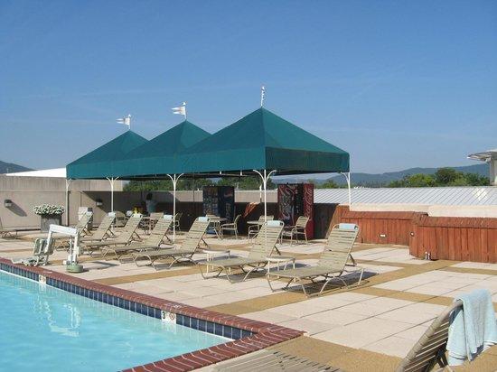 Chattanooga Marriott Downtown: Outdoor pool area