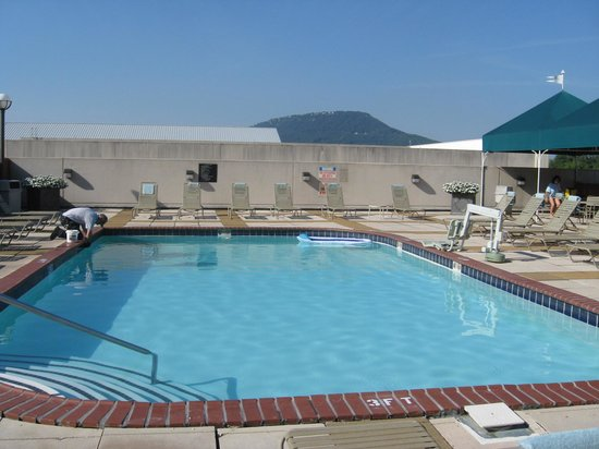 Chattanooga Marriott Downtown: Outdoor pool