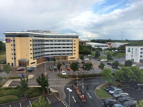 Premier Inn Manchester Airport (M56/J6) Runger Lane South: View from room 535 out to Rungar Lane North hotel and main road...