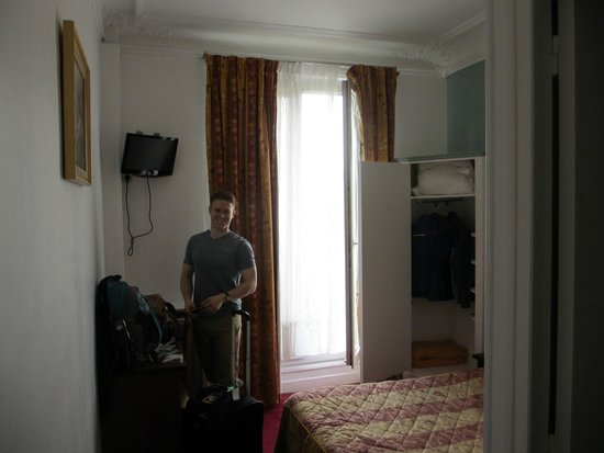 Hotel du Square d'Anvers : The extent of the room