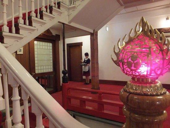 Nikko Kanaya Hotel: 18:00 になると、メインダイニングルームでのディナー開始を知らせるチャイムを鳴らします。