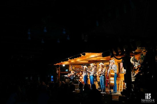 Bar J Chuckwagon Supper & Western Music Show: Bar J Cowboy Supper Show