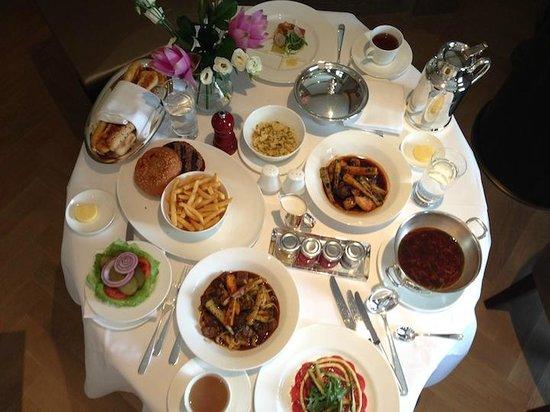 Park Hyatt Vienna: lunch in room dining