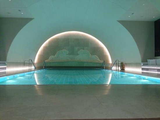Park Hyatt Vienna: pool: perfect water temperature, not heavily chlorinated, I think the water also has some nice s