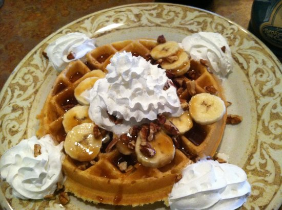 Another Broken Egg Cafe: Great banana foster waffle