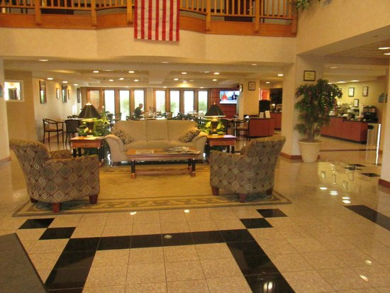 Wingate by Wyndham Winchester: Lobby