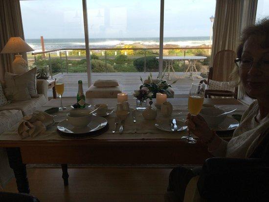 138 Marine Beachfront Guesthouse: Breakfast