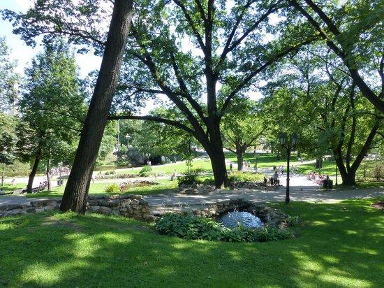 Freedom Monument (Brivibas Piemineklis) : Parque ao redor do Freedom Monument