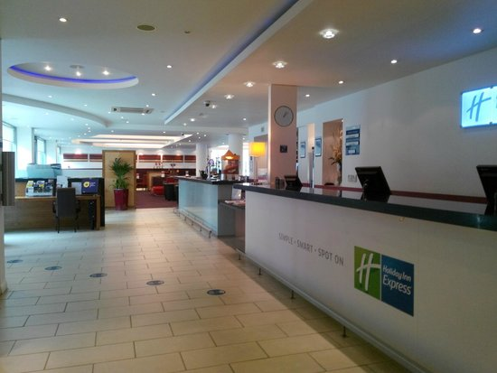 Holiday Inn Express Newcastle City Centre: Reception
