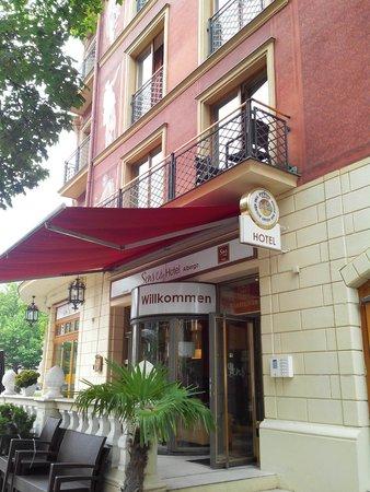 SensCity Hotel Albergo: Aussenansicht von der Ruhrstrasse aus...