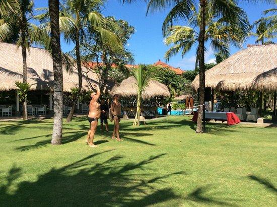 Sol Beach House Benoa Bali by Melia Hotels International: mooie verzorgde tuinen