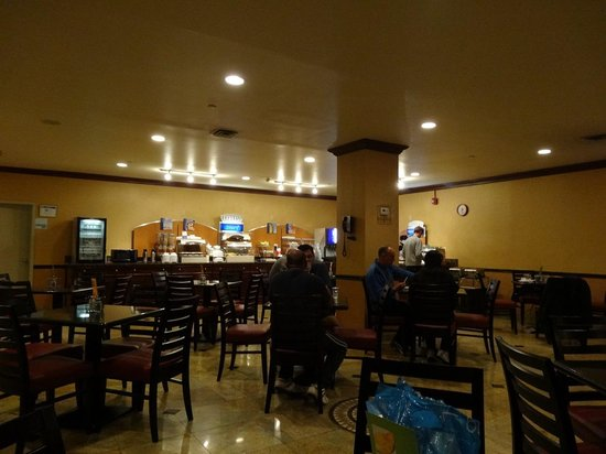 Holiday Inn Express North Bergen - Lincoln Tunnel: ダイニングルーム