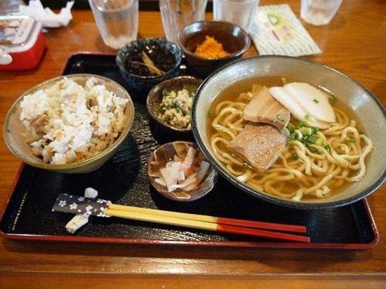 Makabe China: ソーキそば定食
