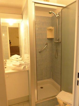 Les Agapanthes: bathroom/shower