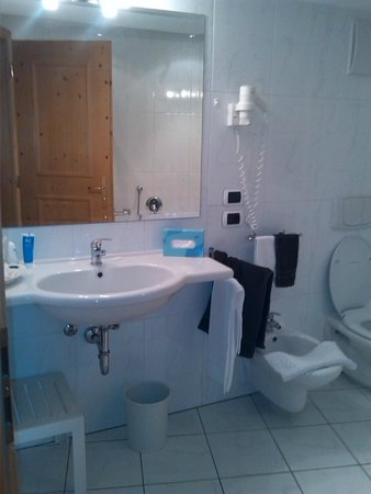 Hotel Bel Sit: Ampio bagno