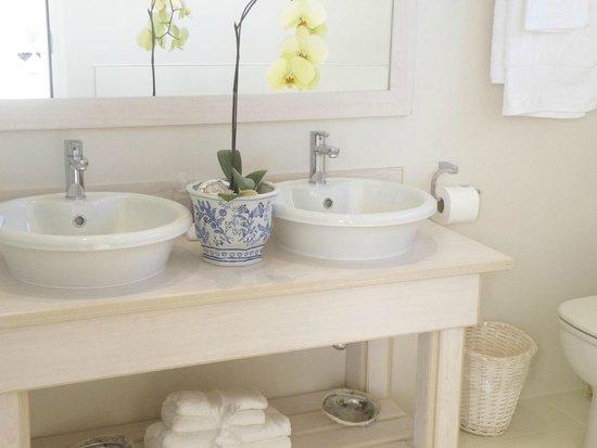 138 Marine Beachfront Guesthouse: Mussel Bathroom