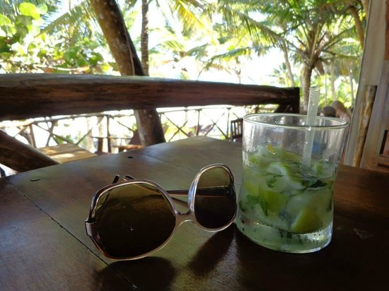 Ixchel Playa & Cabanas: The next door restaurant with the best mojitos on the beach!