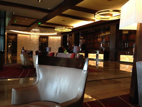 Omni Nashville Hotel: Lobby area of the Omni hotel