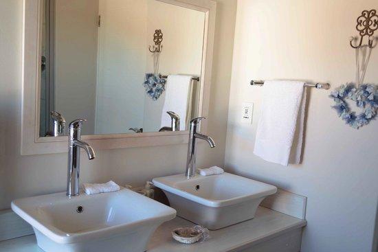 138 Marine Beachfront Guesthouse: Oyster Bathroom