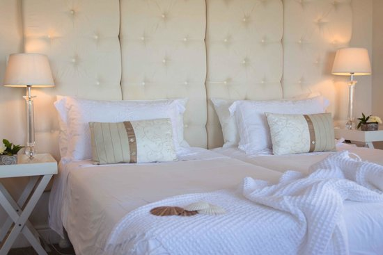 138 Marine Beachfront Guesthouse: Seastar Room with king-size bed