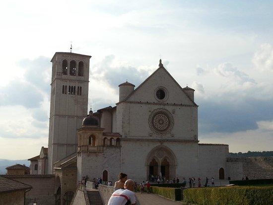 Basilica inferiore di San Francesco d'Assisi: Facciata basilica san francesco