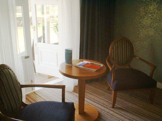 Warner Leisure Hotels Nidd Hall Hotel: Room 105 sitting area