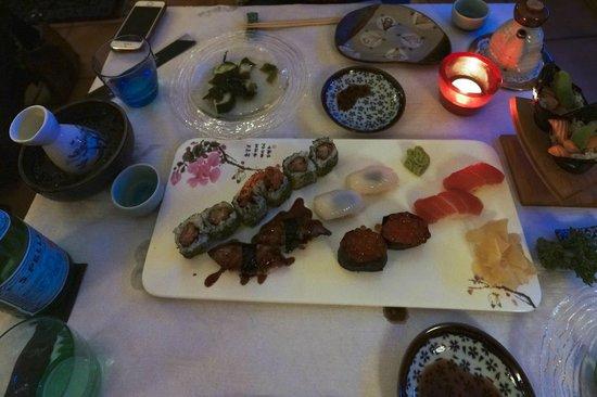 Oniwa : ムーディな店内で暗いためよくわかりませんが、寿司