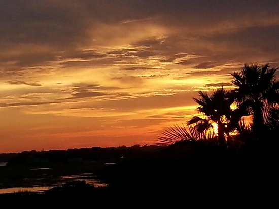 Ocean Sands Beach Inn: wetlands sunset
