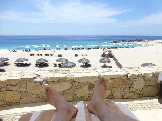 Hilton Los Cabos Beach & Golf Resort: relaxing/reading beachside ) pool is behind us